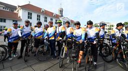 Peserta mengikuti Fun Bike dalam rangka menyambut HUT ke-69 Bank Tabungan Negara (BTN) di Jakarta, Sabtu (9/2). Fun Bike HUT BTN diikuti oleh lebih dari 1.000 peserta. (Liputan6.com/Johan Tallo)