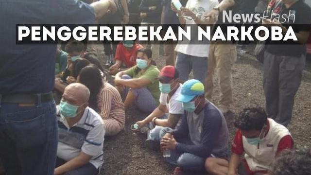Satuan Narkoba Polres Jakarta Utara kembali menggerebek Kampung Bahari, Tanjung Priok, Jakarta  Selama 1 jam lebih, polisi menggeledah beberapa lokasi dan rumah warga di Kampung Bahari.
