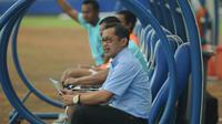 Persela Lamongan, Aji Santoso saat mendampingi tim di Piala Presiden 2019. (Bola.com/Iwan Setiawan)