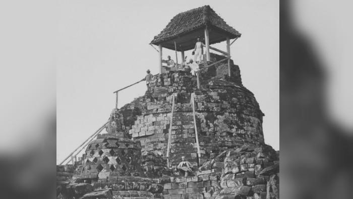 Stupa Borobudur pada pertengahan Abad ke-19 (Wikipedia/Creative Commons)