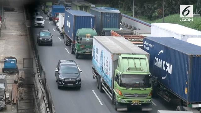 Selama libur Natal dan Tahun baru truk dilarang melintasi tol Jakarta - Cikampek.