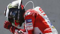 Pebalap Ducati, Jorge Lorenzo, membungkam pihak-pihak yang meragukan kemampuannya dengan naik podium ketiga di MotoGP Jerez, Minggu (7/5/2017). (EPA/Roman Rios)