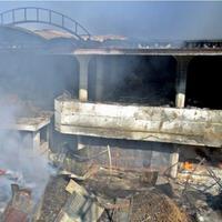 Terbakarnya pasar johar terpaksa membuat masyarakat Semarang mencari alternatif tempat berbelanja.
