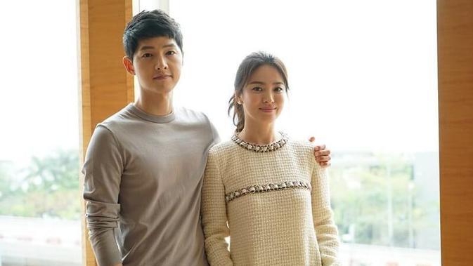 Seperti diketahui, Onew SHINee sempat syuting dengan Song Song Couple di drama Descendants of The Sun. Bahkan Onew baru tahu kabar pernikahan Song Hye Kyo dan Song Joong Ki dari media massa. (Foto: soompi.com)