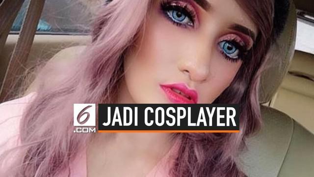 Seorang wanita asal Malaysia, Fykaaschaa telah menghabiskan lebih dari RM30.000 atau sekitar Rp100 juta lebih untuk menjadi cosplayer. Uang sebanyak itu ia habiskan untuk membeli lebih dari 30 jenis wig, maskot dan kostum cosplay, aksesori, dan makeu...