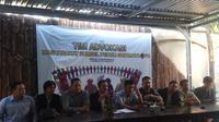 Tim Advokasi Masyarakat Sumsel Peduli Sriwijaya FC menyatakan protes atas klaim sepihak kepemilikan tim Laskar Wong Kito oleh PT SOM (Liputan6.com / Nefri Inge)