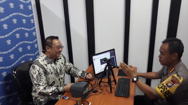 Kapolres Metro Tangerang Kombes Pol Harry Kurniawan, uji coba pelayanan perpanjangan SIM di dalam Tangcity Mall, Kota Tangerang, Selasa (8/1/2019).