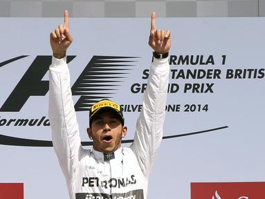 Pembalap Formula Satu dari tim Mercedes, Lewis Hamilton, tampil tercepat di GP Inggris, (6/7/2014). (REUTERS/Francois Lenoir)
