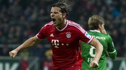Daniel van Buyten. Bek asal Belgia ini memperkuat Bayern Munchen selama 8 musim mulai 2006/2007 hingga 2013/2014. Gol terakhirnya dicetak di usia 35 tahun dan 10 bulan saat melawan Werder Bremen di ajang Liga Jerman (7/12/2013). (AFP/John MacDougall)