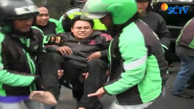 Pengendara mengalami luka, sedangkan yang dibonceng tewas di tempat karena tidak mengenakan helm.