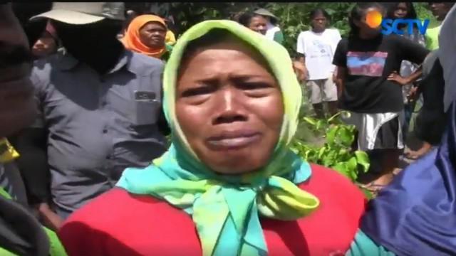 Penolakan warga dilatarbelakangi jalur pemasangan pagar yang melewati tanah warga Dusun Sidorejo, Desa Glagah, Kecamatan Temon, Kulonprogo yang tidak bersedia digusur.