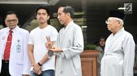 Bakal calon presiden dan wakil presiden Joko Widodo atau Jokowi (dua kanan) dan KH Ma'ruf Amin (kanan) berbicara sebelum tes kesehatan di RSPAD Gatot Subroto, Jakarta, Minggu (12/8). (Merdeka.com/Iqbal Nugroho)