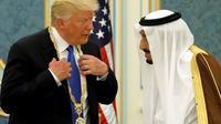Raja Salman dan Donald Trump di Arab Saudi. (AP)