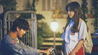 Saat ini, perhatian publik tertuju pada film Dilan 1990. Sudah 2 minggu tayang, film yang diadaptasi dari novel karya Pidi Baiq ini sudah ditonton 4,3 juta penonton. (Foto: instagram.com/dilanku)