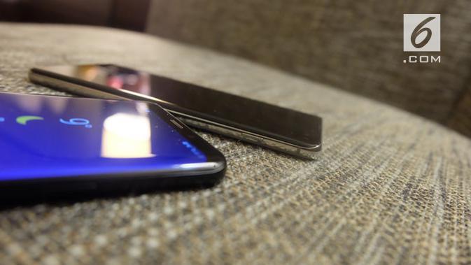 Perbandingan Galaxy S9 Plus dengan Galaxy S10 Plus. (Liputan6.com/ Andina Librianty)