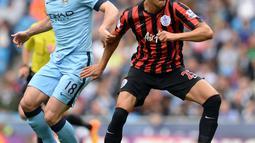 1. Bobby Zamora - Mantan pemain QPR tersebut mengakui bahwa ia bukanlah pecinta sepak bola. menurunya sepak bola hanya nya aksi membuang buang banyak waktu. (AFP/Oli Scarff)