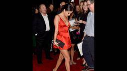 Selena Gomez saat tiba di Screening Of Samuel Goldwyn Films 'Rudderless' di Los Angeles, (7/10/14). (Alberto E. Rodriguez/Getty Images/AFP)