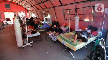 Pasien Covid-19 Dirawat di Tenda Darurat