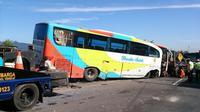 Saat ini bus Rosalia sudah dievakuasi petugas. Tapi masih berimbas terhadap arus lalu lintas di kilometer 55 Tol Cipularang arah Jakarta.