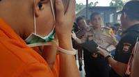 Polisi menangkap 7 pelajar yang menjual ganja jenis baru via online. Foto: (Fauzan/Liputan6.com)