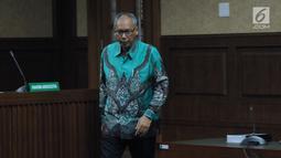 Terdakwa perintangan penyidikan korupsi E-KTP, Bimanesh Sutarjo usai megikuti sidang lanjutan di Pengadilan Tipikor, Jakarta, Jumat (26/5). Sidang mendengar keterangan saksi ahli. (Liputan6.com/Helmi Fithriansyah)