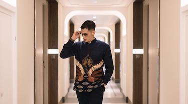 Rezky Aditya merupakan salah satu bintang yang banyak menarik perhatian. Nama aktor kelahiran Jakarta, 26 Februari 1985 ini semakin mencuat ketika menjadi pemeran utama dalam sinetron Suci dan Melati Untuk Marvel. (Liputan6.com/IG/@thereal_rezkyadhitya)