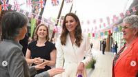 Kate Middleton tampil mengenakan busana putih yang menawan dalam acara KTT G7 di Inggris (dok.instagram/@dukeandduchessofcambridge/https://www.instagram.com/p/CQA4mtul6Lz/Komarudin)