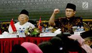 Ketua MUI KH Maruf Amin bersama Wasekjen DPP PDIP, Ahmad Basarah (kanan) saat menghadiri diskusi di Jakarta, Jumat (27/4). Diskusi ini digelar untuk mencegah penyebaran paham radikalisme pro kekerasan dan intoleransi. (Liputan6.com/Angga Yuniar)