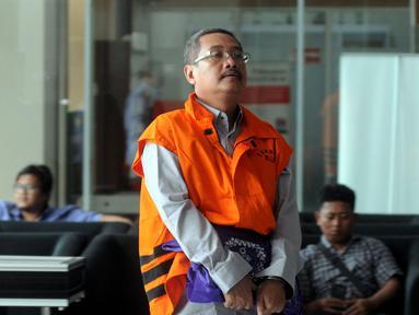 Mantan senior manager pemasaran PT Hutama Karya, Bambang Mustaqim tiba di Gedung KPK, Jakarta, Kamis (31/1). Bambang diperiksa sebagai tersangka terkait dugaan korupsi pembangunan tahap II Gedung IPDN di Rokan Hilir. (Merdeka.com/Dwi Narwoko)