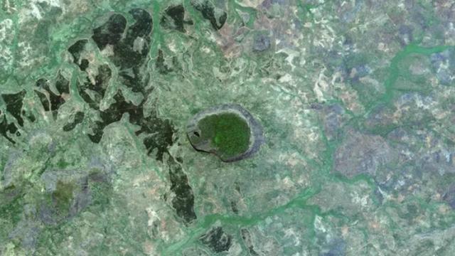 6. Gunung tak terjamah di Mozambik (Google Earth Digital Globe)