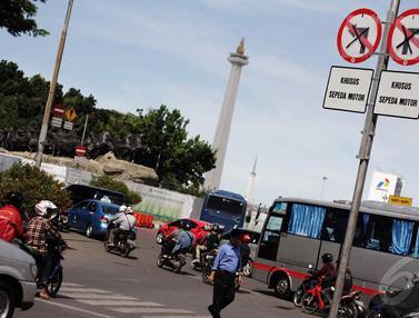 Rambu Larangan Sepeda Motor Masuk Jl Thamrin Terpasang