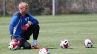 Penjaga gawang Leicester City asal Denmark, Kasper Schmeichel. (AFP/Ringo Chiu)