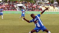Miro Baldo Bento, mantan striker Timnas Indonesia merayakan selebrasi gol di klub barunya FC Porto Taibesse. (Bola.com/Dok. Pribadi)