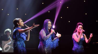 """3 Diva gelar konser bertajuk """"Live Exclusive Concert-3 Diva"""" di Balai Sarbini, Jakarta, Sabtu (17/9). Konser ini merupakan rangkaian dari konser di 3 kota yakni Yogyakarta, Jakarta berakhir di Surabaya. (Liputan6.com/Yoppy Renato)"""
