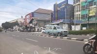 Lokasi kecelakaan maut di Jalan Raya Ragunan, Pasar Minggu, Jakarta, Sabtu (26/12/2020). (Liputan6.com/Ady Anugrahadi)