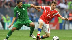 2. AleksandrGolovin (Rusia) - Gelandang 22 tahun ini diberitakan Telegraph sedang mengikuti kursus bahasa Inggris. Manchester United bersaing dengan Arsenal dalam usaha mendatangkan pemain CSKA Moskow tersebut. (AFP/Francisco Leong)