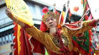 Seni akrobatik Tatung meriahkan perayaan Cap Go Meh di pusat perbelanjaan Trade Mall Seasons City Jakarta.