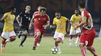 Gelandang Selangor FA, Evan Dimas, menggiring bola saat melawan Persija Jakarta pada laga persahabatan di Stadion Patriot, Jawa Barat, Kamis (6/9/2018). Persija kalah 1-2 dari Selangor FA. (Bola.com/M Iqbal Ichsan)