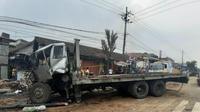 Kecelakaan beruntun terjadi di Pasuruan, Jawa Timur. (Foto: Liputan6.com/Dian Kurniawan)