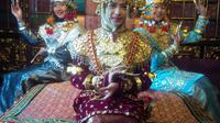 Baju adat khas Palembang yang masih digunakan untuk acara pernikahan dan pesta adat (Liputan6.com / Nefri Inge)