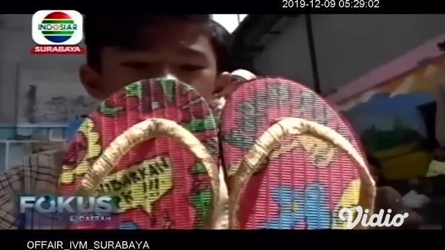 Jelang peringatan Hari Anti Korupsi Sedunia yang jatuh pada tiap 9 Desember, SD Muhammadiyah 12 Surabaya mengajak para siswanya untuk mengenal apa itu korupsi. Mengambil tema 'Stop Korupsi, Ayo Hidup Sederhana' para siswa diberi pengetahuan bahaya la...