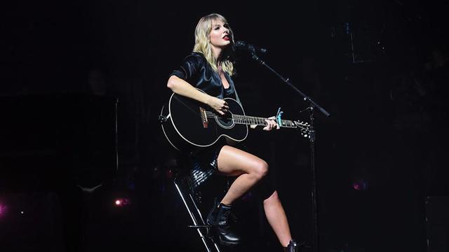 Gaya Manggung Stylish Ala Taylor Swift