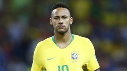 1. Neymar - Kepergian Cristiano Ronaldo ke Juventus membuat Real Madrid ngotot mendatangkan sang bintang Brasil. Namun PSG pasti akan meminta bayaran selangit jika Los Blancos ingin mendatangkan pemain andalannya tersebut. (AFP/Benjamin Cremel)