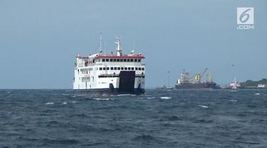 Tiga armada kapal feri milik PT. ASDP cabang Kupang Nusa Tenggara Timur, kembali ke dermaga penyeberangan Bolok.