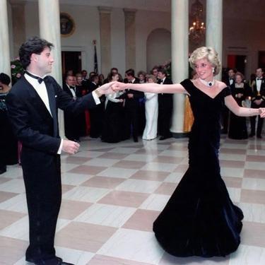 Gaun Beludru Putri Diana Dilelang 6 Triliun, Siapa Mau Beli?