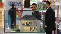 Sebuah maket perumahan di tampilkan di Festival Properti Indonesia di Jakarta, Selasa (14/11). Melalui event ini, Bank Mandiri menargetkan dapat membukukan pencairan KPR hingga Rp55 miliar. (Liputan6.com/Angga Yuniar)
