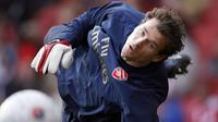 Arsenal's goalkeeper Jens Lehmann warms up before the game against Newcastle United in the FA Cup fourth round at Emirates Stadium in London 26 January 2008. AFP PHOTO/ADRIAN DENNIS