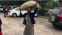 Nenek ini Diberi rumah oleh miliarder Zimbabwe