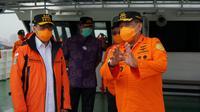 Menhub Budi Karya meninjau kapal KN SAR Wisnu 103 di dermaga Ex Inggom, Tanjung Priok pada hari Jumat (27/11/20).