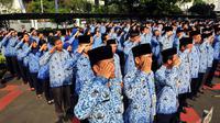 Upacara peringatan Hari Ibu ke-86 itu diikuti seluruh jajaran PNS di Kementerian Dalam Negeri, Jakarta, Senin (22/12/2014). (Liputan6.com/Johan Tallo)